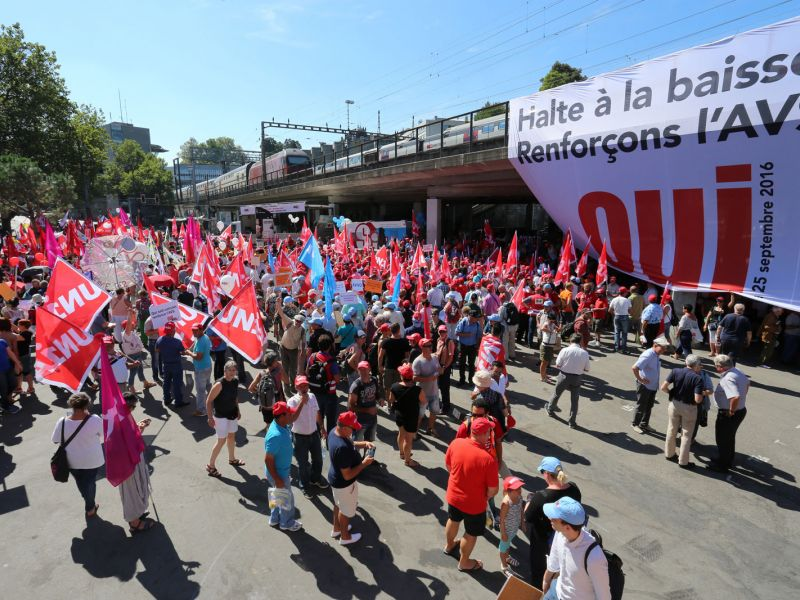 Manifestation de soutien à l'initiative AVS plus à Berne en septembre 2016.