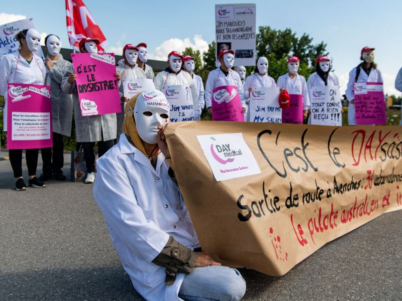 Action de protestation devant l'entreprise Day Medical SA.